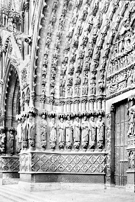 Amiens_Cathedral_west_portal_1220-35