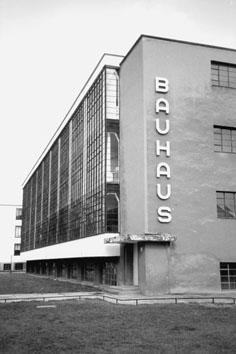 Bauhaus_Building_1925
