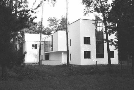 Bauhaus_Dessau_Master_House_1925-6