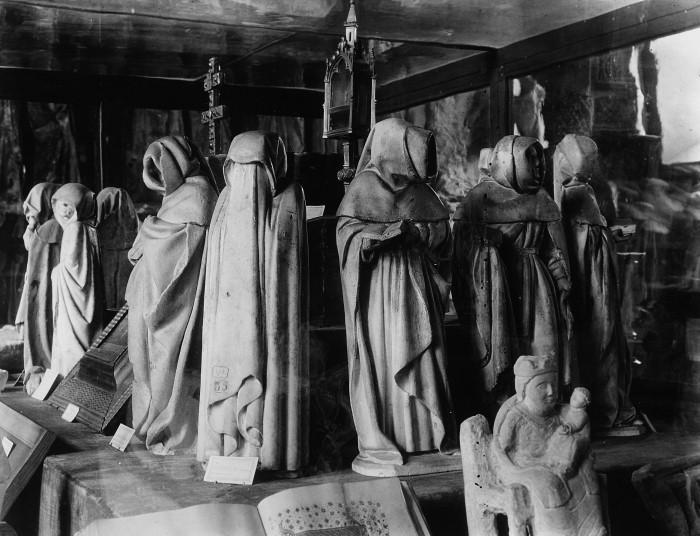 Bourges_Weepers_tomb_Jean_Duc_de_Berry_c1416
