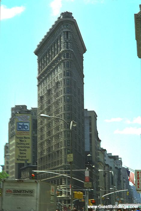 Burnham_Flatiron_building_New_York_1902