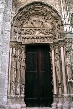 Chartres_west_facade_north_portal