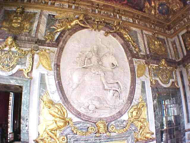 Coysevox_Louis_XIV_Versailles_Salon_de_la_Guerre