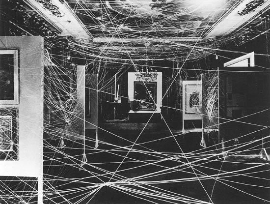 Duchamp_twine_installation_1942