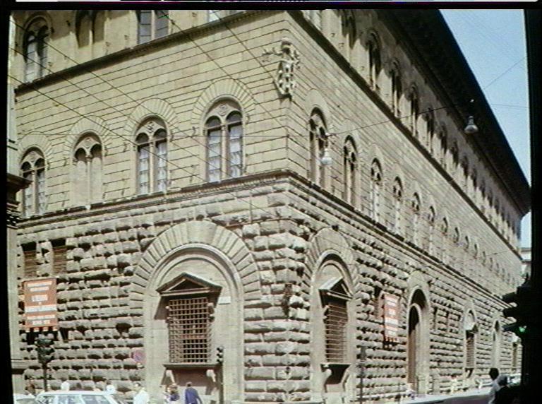 Florence_Palazzo_Medici_Michelozzo_1444-69