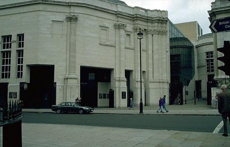 London_Sainsbury_Wing_Robert_Venturi