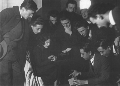 Man_Ray_Photograph_of_Surrealist_trance_session_1923