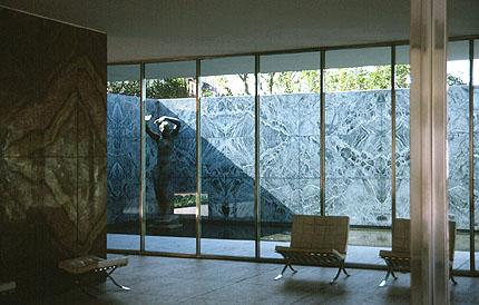 Mies_van_der_Rohe_German_Pavilion_Interior_1929