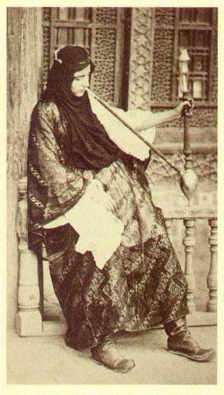 Ottoman_Turkish_woman_smoking_hookah_19thC_Istanbul