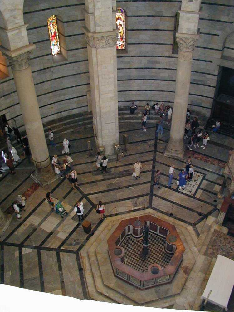 Pisa_Baptistery_interior