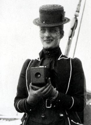 Queen_Alexandra_with_Kodak_camera_c1888-1889
