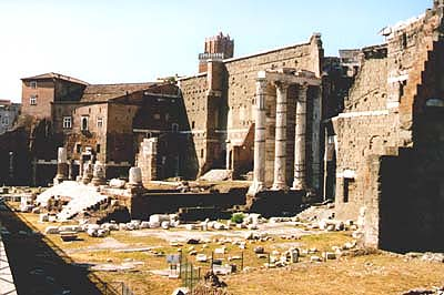 Rome_Forum_Augustus_Mars_Ultor