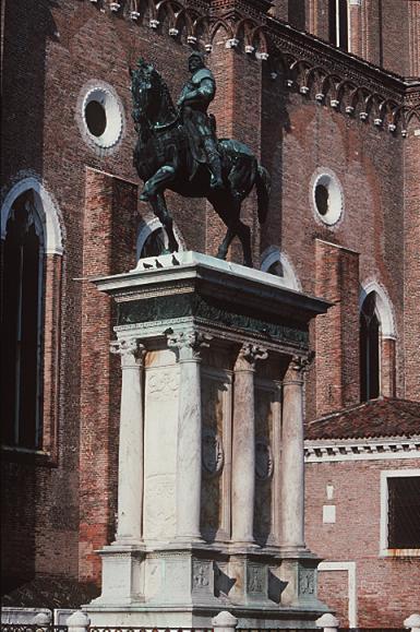 Verrocchio_Leopardi_Colleoni_monument_pedestal