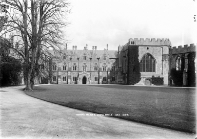 Wells_Bishops_Palace_and_Chapel